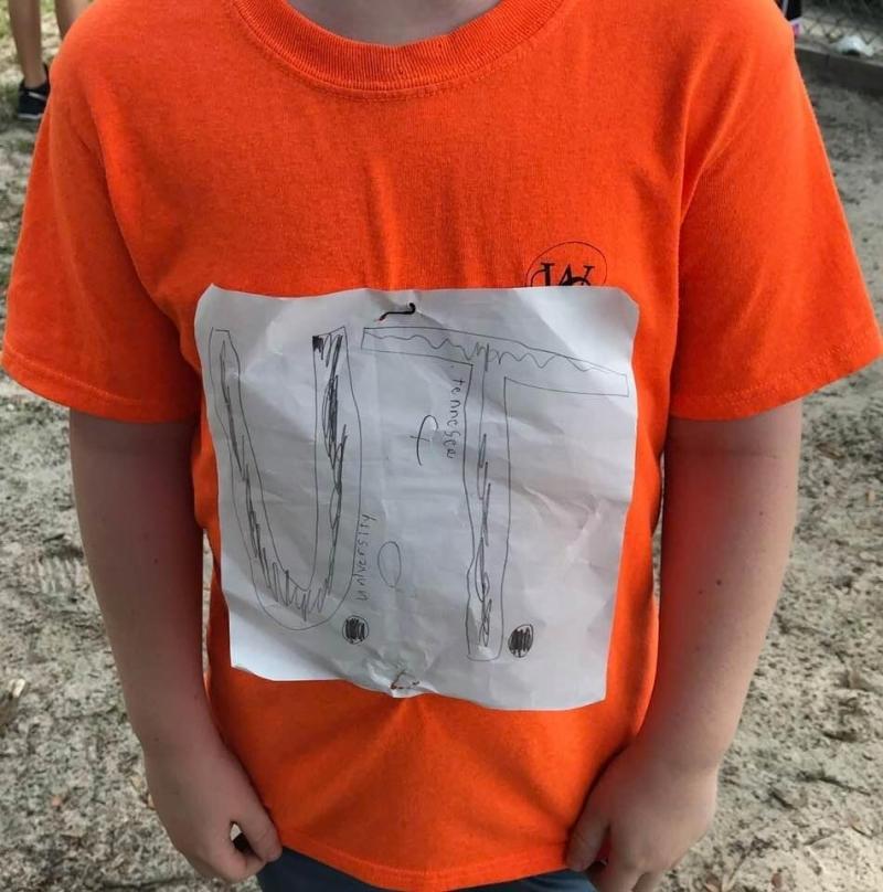 Deze foto maakte Laura Snyders van het zelfgemaakte t-shirt van de jongen.