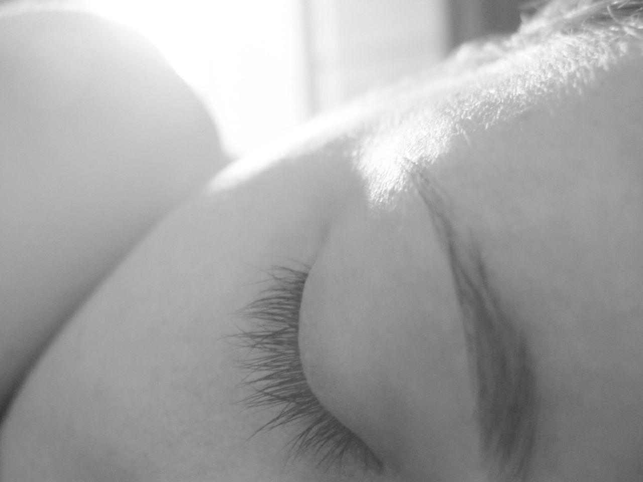 In slaap vallen door wakker te blijven